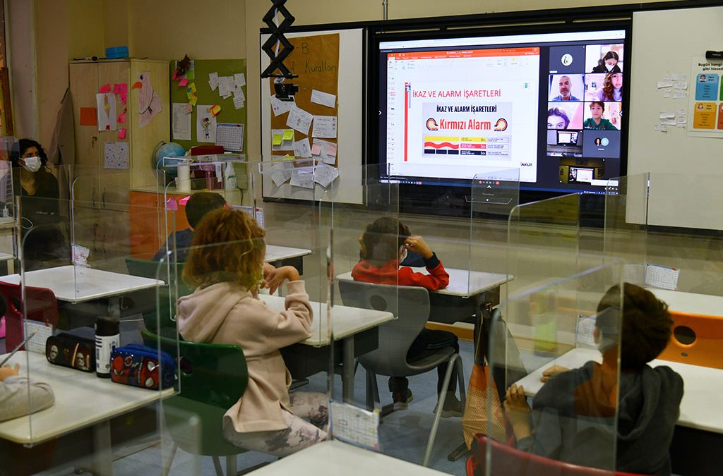 Öğrencilerimiz Dünya Afet Risk Azaltma Gününde Eğitim Aldılar